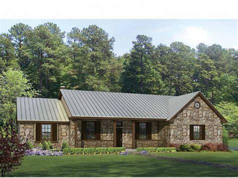 hill country split bedroom plan hwbdo69040 ranch