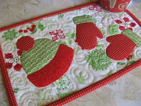 quilted mug rug pattern mitten weather mug rug by 2strings craftsy
