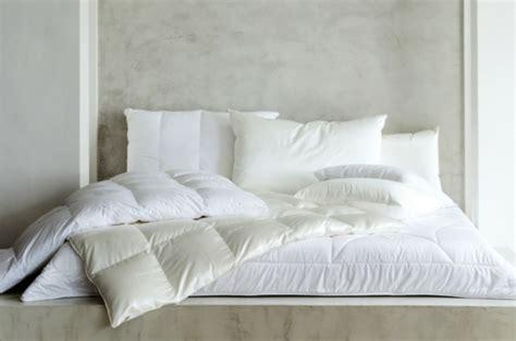 bettdecke unterschiede bettdecke f 252 r einen komfortablen schlaf in jeder jahreszeit