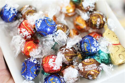 what are christmas crackers of south africa make your crackers more exciting this year stylescoop south lifestyle