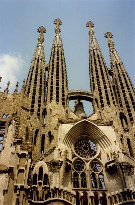 barcelona architecture gaudi in context