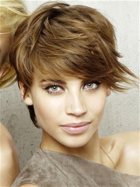 very long shaggy hairstyle with side swept bangs for a pear shape face hair articles from becomegorgeous com