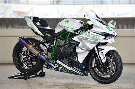 Motorrad Kawasaki Ninja H2r by Kawasaki Ninja H2r In Whopping Action Video