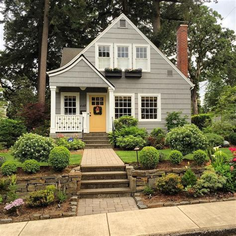 Exterior Cottage Doors Best 25 Cottage Exterior Colors Ideas On Exterior Colors For House Siding Colors