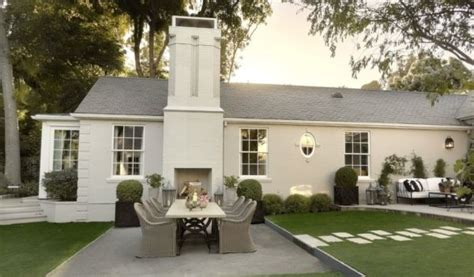 gwyneth paltrow house gwyneth paltrow buys the house of windsor in la for about