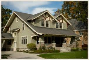 Green homes work well with gray brown or black rooftops