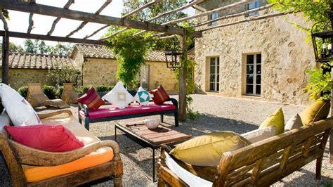 Patio In Italian by Casa Fabrinni Arriendos Casas Toscana Luxury Solutions
