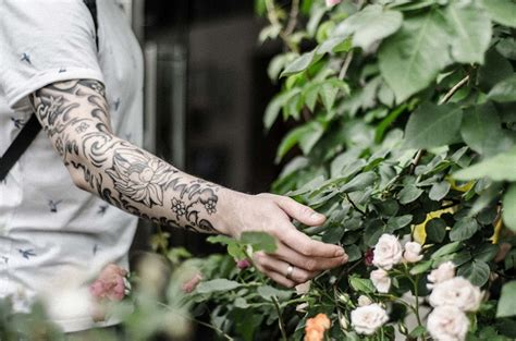 fiore di loto uomo tatuaggi con fiori le idee pi 249 e i significati foto