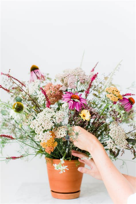 wildflower arrangements diy wildflower arrangement avenue lifestyle avenue lifestyle