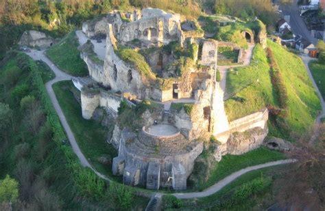 antike wandlen ausflugsziel ruine valkenburg mit fluweelengrot in