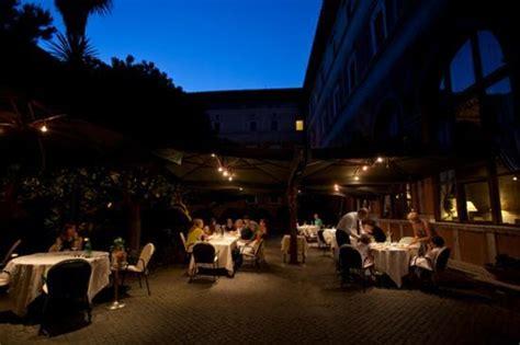 la veranda dell hotel columbus giardino di notte foto di la veranda dell hotel columbus