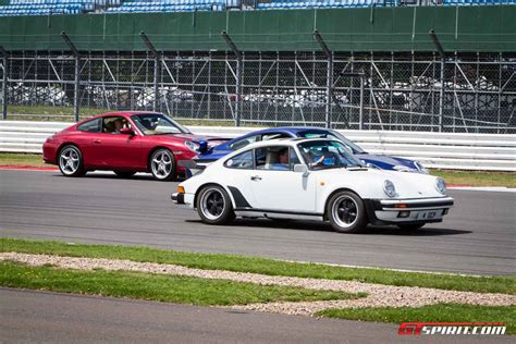 porsche set porsche 911 parade sets new world record at silverstone