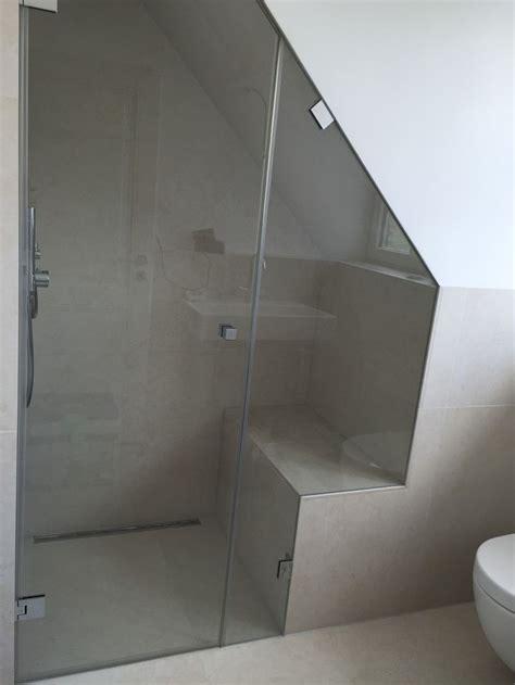dachschräge ganzglasdusche mit dachschr 228 ge und ausschnitt bathroom