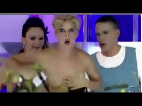 Wardrobe Tv Shows by Embarrassing Moment Wardrobe Exposes Tv