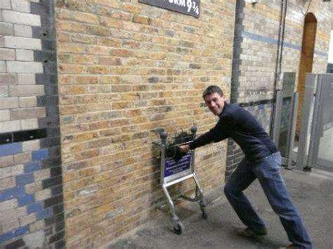Kaos Harry Potter Harry Potter Platform 9 And 3 4 Graphics Lengan Panj harry potter platform 9 and 3 4 randoms united kingdom worldnomads