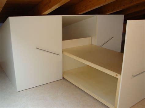 mobili per sottotetto armadio sottotetto idee armadio mansarda