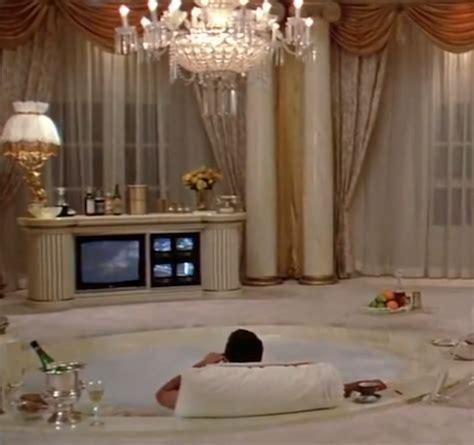 scarface bathtub əninˈspī ə rd