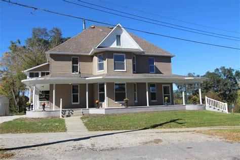 homes coom 403 south walnut street colfax ia for sale 229 900