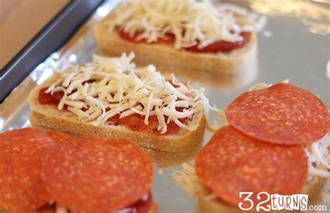 Sandwich Pizza Mozarela pizza sandwiches 32 turns32 turns
