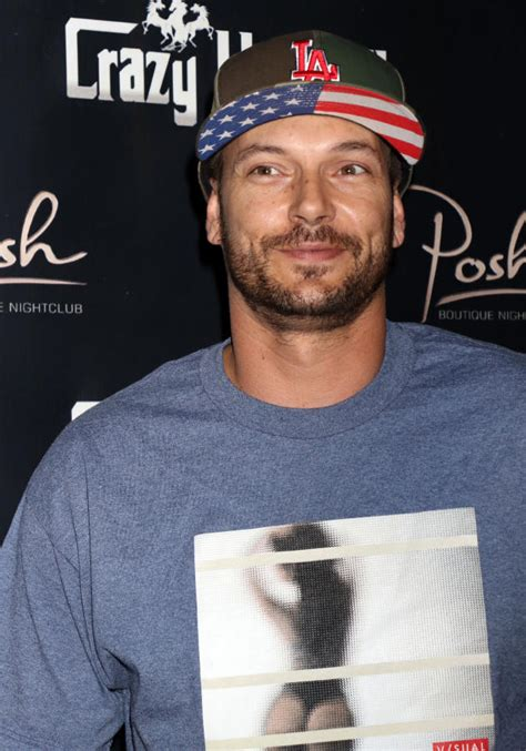 Yo Kfed Where Are Your 2 by Kevin Federline Carpet Photo The Gossip