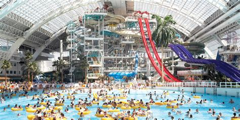 world best water park 10 best water parks in canada today s parent