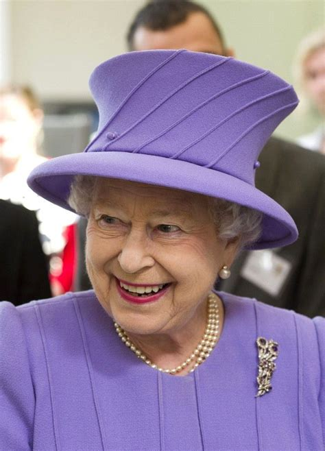 queen s queen elizabeth ii photos the queen s visits in purple