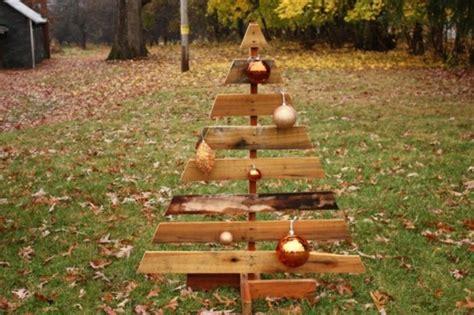 d nger f r weihnachtsbaum weihnachtsbaum aus nur 1 palette basteln 44 ideen