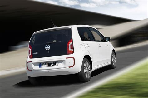 2014 volkswagen e up rear end in motion photo 1