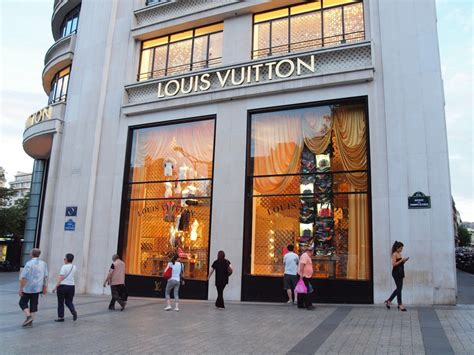 shopping in at louis vuitton