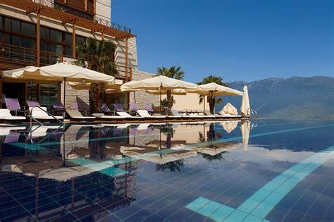 hotel con idromassaggio in lago di garda le pi 249 spettacolari piscine infinity in hotel