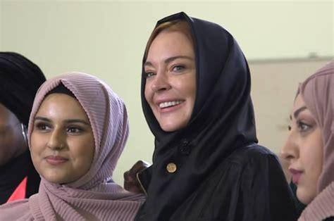 Lindsay Lohan Wears A Scarf by Lindsay Lohan Wears To Fashion Week The
