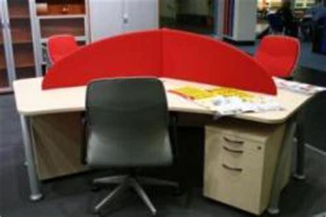 Schreibtisch Für Jugendliche by Schreibtisch F 195 188 R 3 Personen Aus Hellem Holz Mit Rotem
