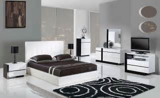 White Modern Bedroom Furniture Trinity 5pcs King Size Modern Platform Bedroom Set White