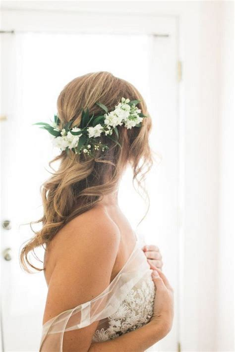 Wedding Hairstyles For Flower by 18 Trending Wedding Hairstyles With Flowers Page 3 Of 3