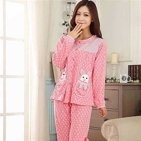 Wanita Dengan Baju Tidur tidur selesa dengan baju tidur bajuspot