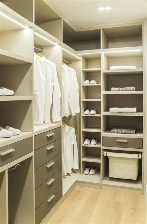 inspiring closets    walk  closet design walk