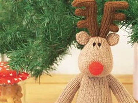 reindeer toy knitting pattern to make this christmas