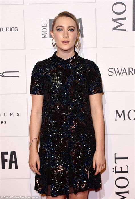 saoirse ronan underwhelms in sequins saoirse ronan collects independent film award in dazzling