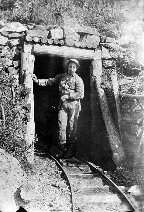 Ghost town's gold mining swindle | Offbeat Oregon History