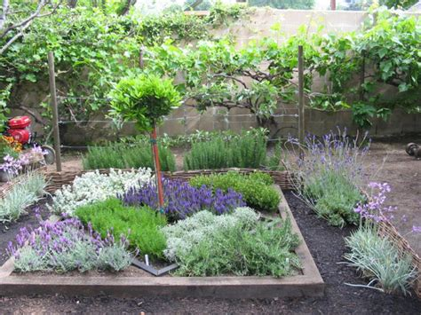 Herb Garden Layout Ideas How To Make An Herbal Knot Garden How Tos Diy