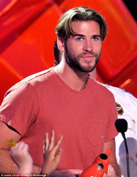 mans old fashion haircut parted down middle liam hemsworth debuts new haircut at the kids choice