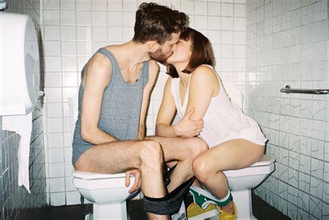 girls going to bathroom kr 243 tka rozprawa o dziewczynach i kupie vice