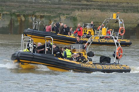 london thames river duck boat fire duck boat catches fire on river thames in pictures