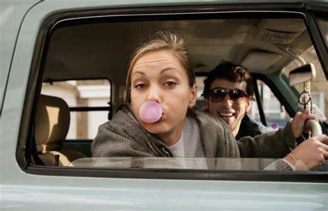 togliere tappezzeria gomma da masticare sui sedili auto ecco come toglierla