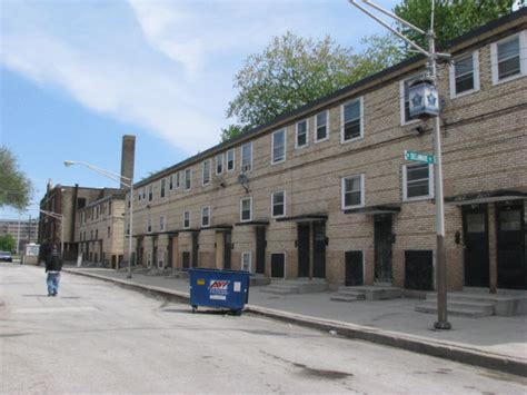 cabrini green row houses is cha holding vacant apartments we the media