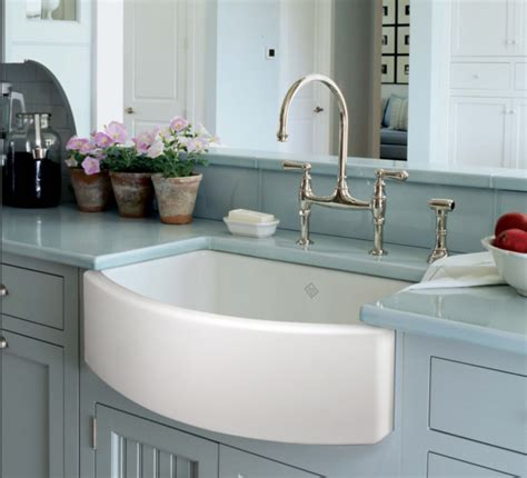 rohl shaws  fireclay farmhouse curved front sink white