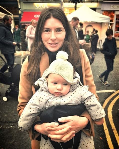 Sale Lynx Gendongan Bayi Dialogue 3 In 1 Baby Carrier 4128 Gendongan jools oliver faces criticism after instagram image of