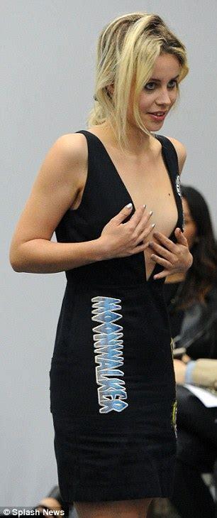 Bid Up Tv Billie Jd Porter S Bid For Attention In Daring Dress At