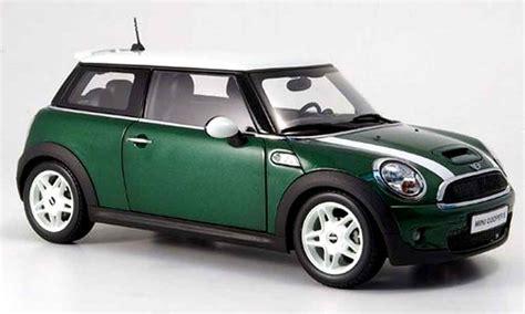 Bmw Mini Cooper verde et bandes biancos Kyosho modellini