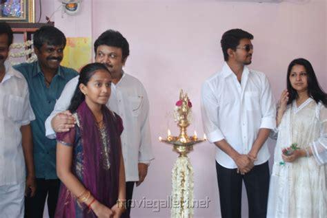 actor vijay biodata family picture 289707 prabhu vijay sangeetha at appa family